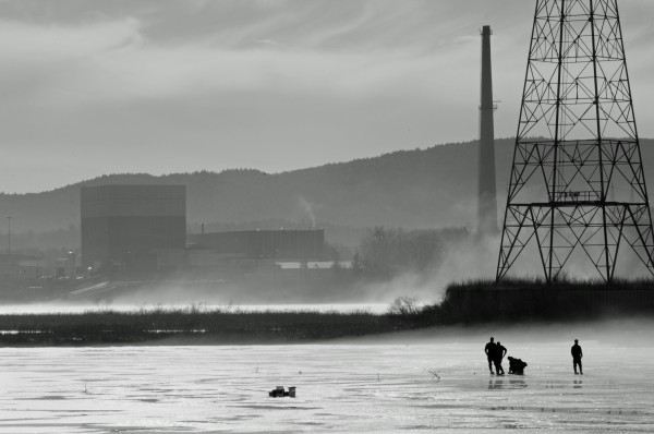 The Vermont Yankee nuclear power plant on the Connecticut River in Vernon, Vermont, on January 14, 2013. (George Ruhe/ENELYSION)